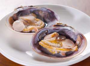 Grilled large clam